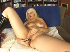 Stunning whore plays herself with dildo