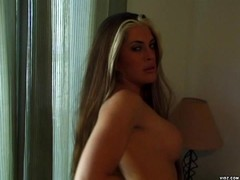 Smoking hot babe releases her inhibitions