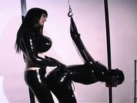 Mistress use rubber mask and breathplay to control their frightened pain freak.